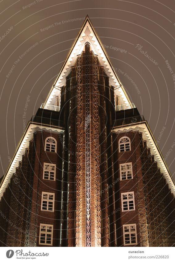 Chile-Spitze Himmel Nachthimmel Hamburg Deutschland Bauwerk Gebäude Architektur Kontor Kontorhaus Fassade Balkon Dach Sehenswürdigkeit Wahrzeichen Denkmal