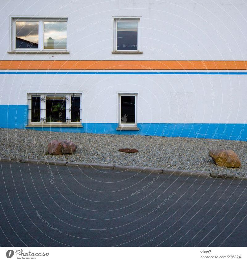 Souterrain 2.0 alt blau Haus Straße Fenster Wand Wege & Pfade Stein Mauer Stimmung Linie Wohnung Fassade elegant Beton Ordnung