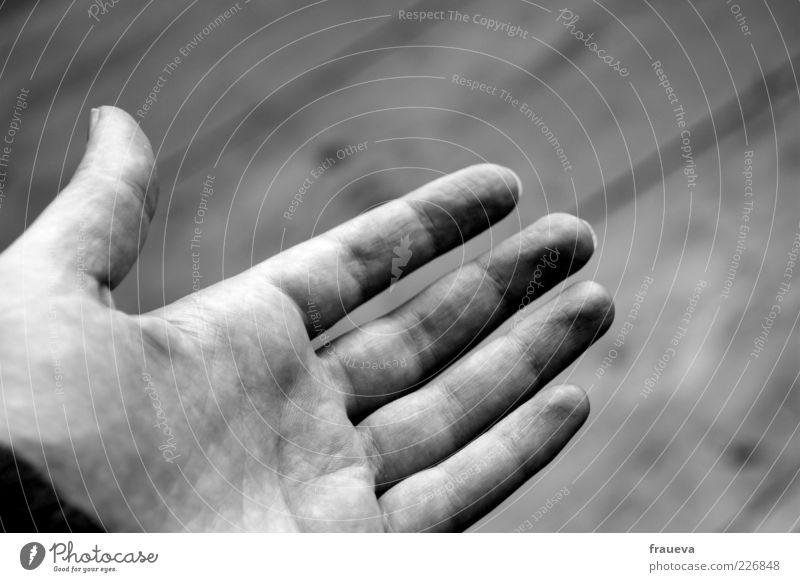 gib mir deine hand Mensch Frau Erwachsene Hand Finger 1 Vertrauen Hilfsbereitschaft Hände schütteln Schwarzweißfoto Innenaufnahme Tag Kunstlicht