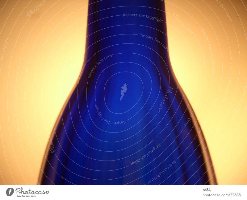 blue flash blau dunkel hell Beleuchtung Glas rund außergewöhnlich Flasche durchsichtig Vase Projektionsleinwand