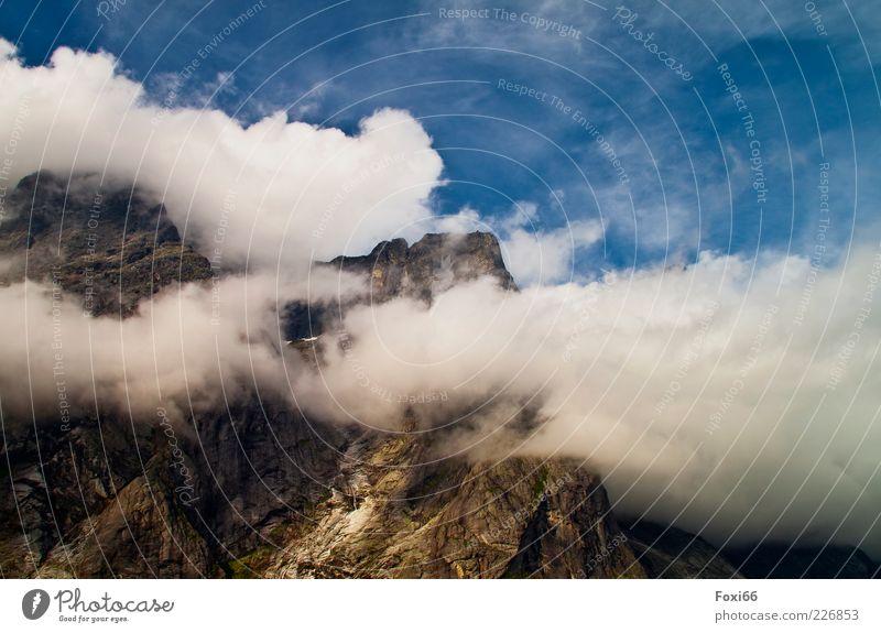 Über den Wolken..... Himmel blau weiß Sommer Wolken ruhig gelb Berge u. Gebirge Landschaft Stein Luft braun Felsen hoch natürlich bedrohlich
