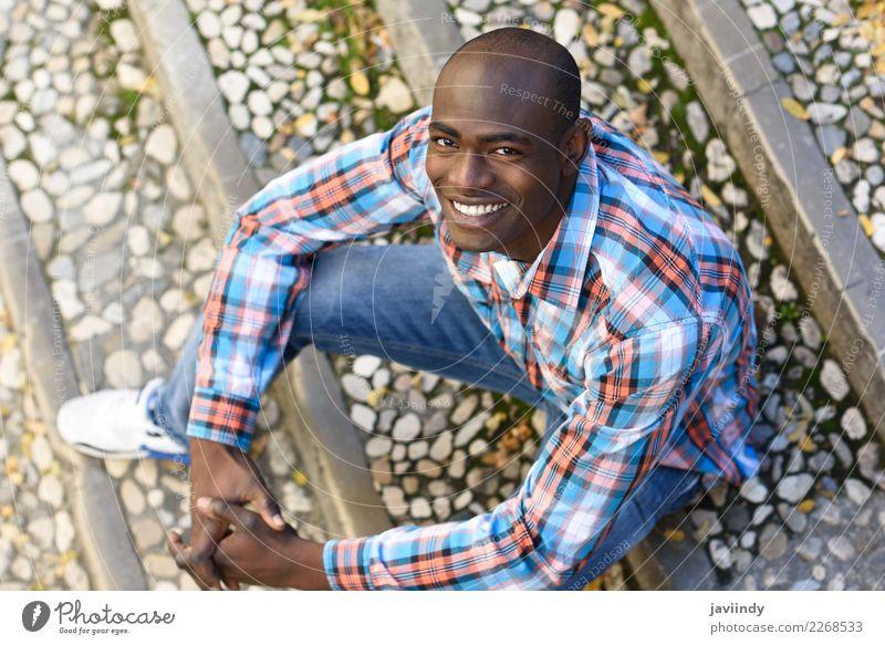 Mensch Jugendliche Mann schön Junger Mann Freude 18-30 Jahre Straße Erwachsene Glück maskulin modern Lächeln Fröhlichkeit Bekleidung Coolness