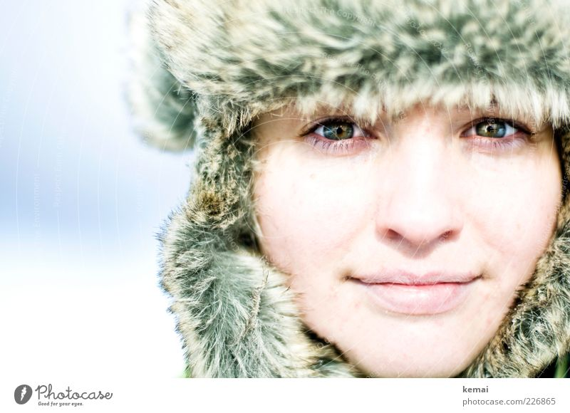 Made in Russia Mensch feminin Frau Erwachsene Leben Kopf Gesicht Auge Nase Mund Lippen 1 18-30 Jahre Jugendliche Winter Eis Frost Hut Mütze Pelzmütze Pelzware