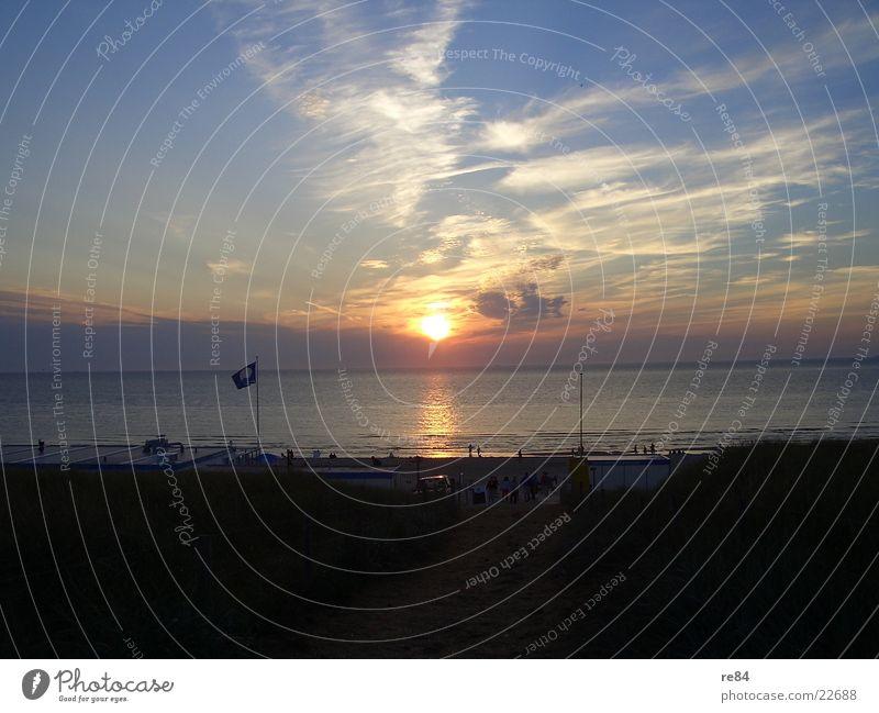 Sonnenuntergang Nordsee 2004 part4 blau schön Sonne Meer Wolken Strand dunkel Küste hell träumen orange frei Romantik Klarheit Nordsee Niederlande