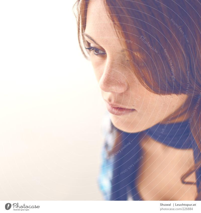 alight feminin Junge Frau Jugendliche Kopf 1 Mensch 18-30 Jahre Erwachsene brünett beobachten Denken träumen Traurigkeit ästhetisch schön Gefühle Kraft