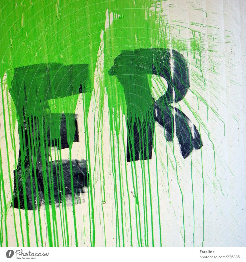 ER grün weiß schwarz Wand Mauer Farbstoff Kunst Schriftzeichen Buchstaben malen trashig Fleck Textfreiraum Straßenkunst Schmiererei