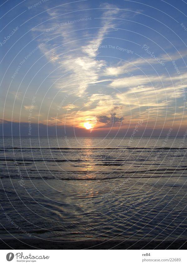 Sonnenuntergang Nordsee 2004 part3 blau schön Sonne Meer Wolken Strand dunkel Küste hell träumen orange frei Europa Romantik Klarheit Nordsee