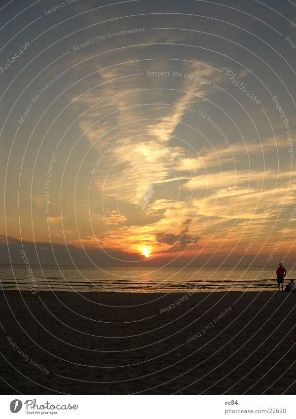 Sonnenuntergang Nordsee 2004 part2 schön Meer Wolken Strand dunkel Küste hell träumen orange frei Europa Romantik Klarheit Niederlande
