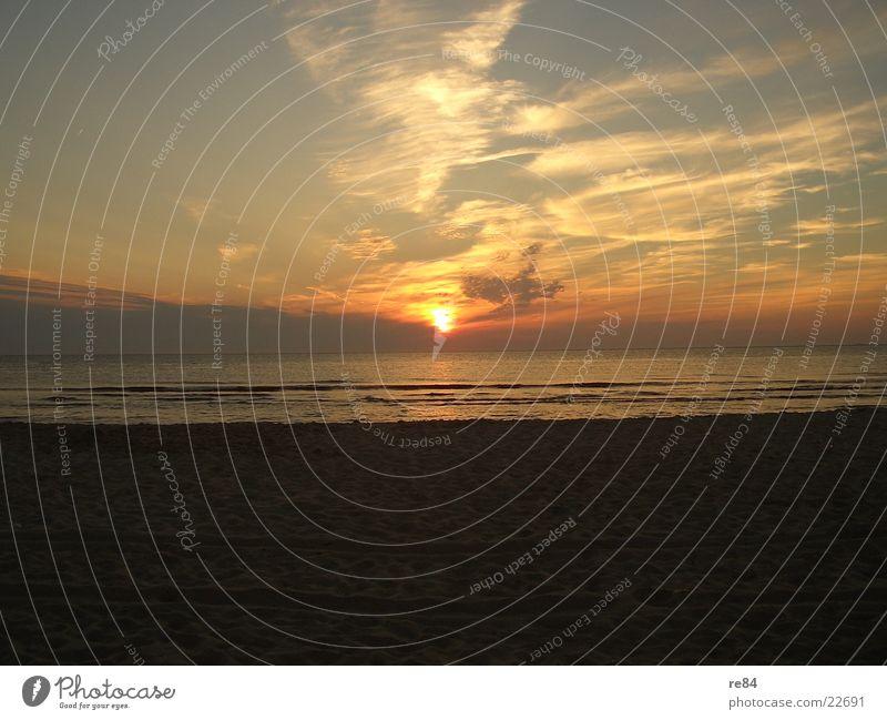 Sonnenuntergang Nordsee 2004 schön Meer Wolken Strand dunkel Küste hell träumen orange frei Romantik Klarheit Niederlande traumhaft