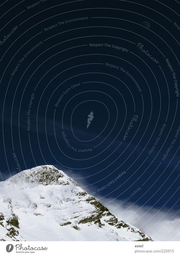 Bergsichten Ferne Freiheit Winter Schnee Berge u. Gebirge Skipiste Tiefschnee Mond Alpen Gipfel Schneebedeckte Gipfel Gletscher kalt wild blau weiß geduldig
