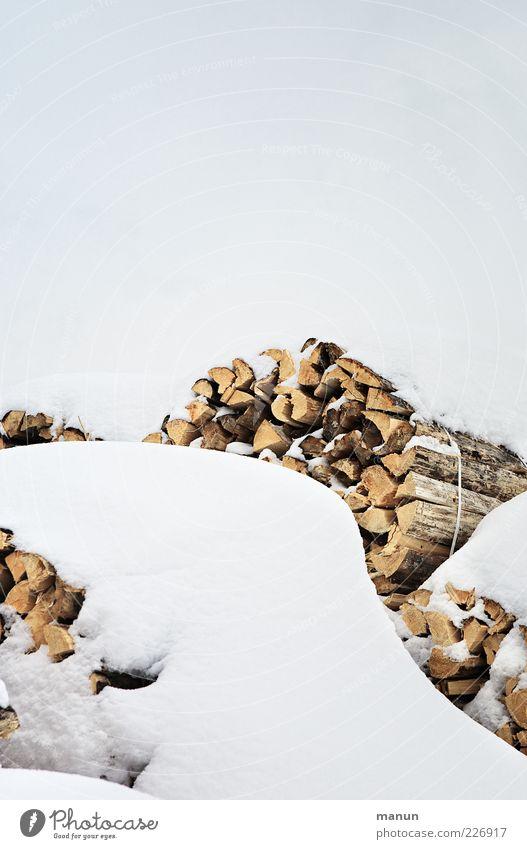 Brennholz Natur Himmel Winter Eis Frost Schnee Holz Rohstoffe & Kraftstoffe Rohstofflager nachwachsender Rohstoff Stapel authentisch einfach hell kalt natürlich