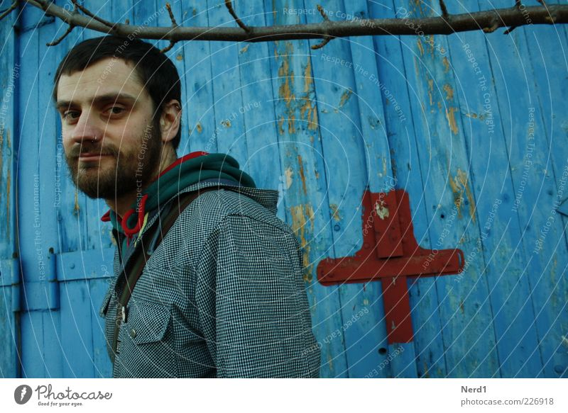 + Mensch Mann Jugendliche blau Pflanze ruhig Erwachsene Zufriedenheit Tür maskulin natürlich authentisch Ast Jacke Gelassenheit Bart