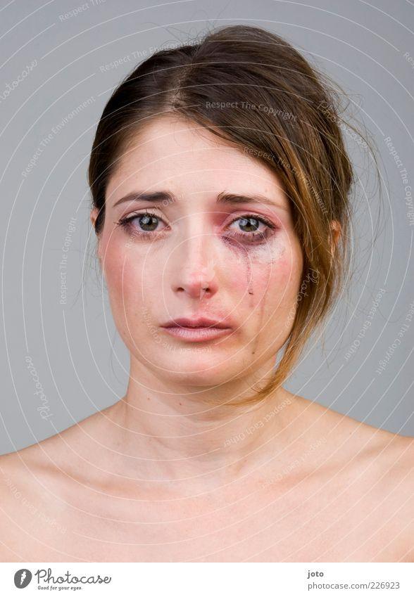 I hurt myself today... Frau Jugendliche schön Einsamkeit Erwachsene feminin Haare & Frisuren Traurigkeit Kraft Angst authentisch Trauer Junge Frau Schmerz brünett Gesichtsausdruck