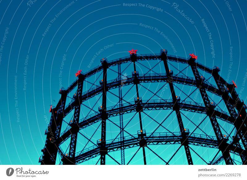 Gasometer Schöneberg Abend Berlin Dekoration & Verzierung Stern (Symbol) dunkel Dämmerung gaswerk Himmel Himmel (Jenseits) Illumination Nacht blau Blauer Himmel