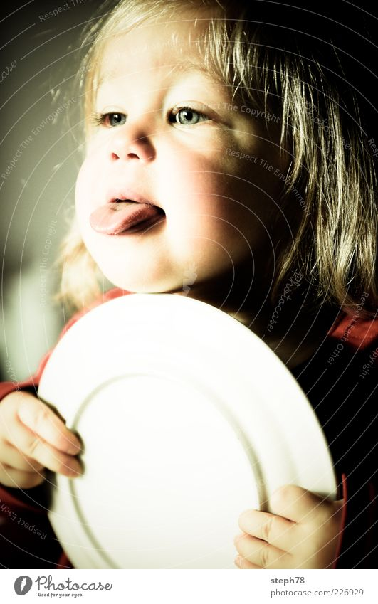 Ätsch bätsch Mensch Kind Mädchen Freude Gesicht Ernährung Leben Kopf Glück Essen Kindheit blond Fröhlichkeit Lifestyle niedlich Kommunizieren