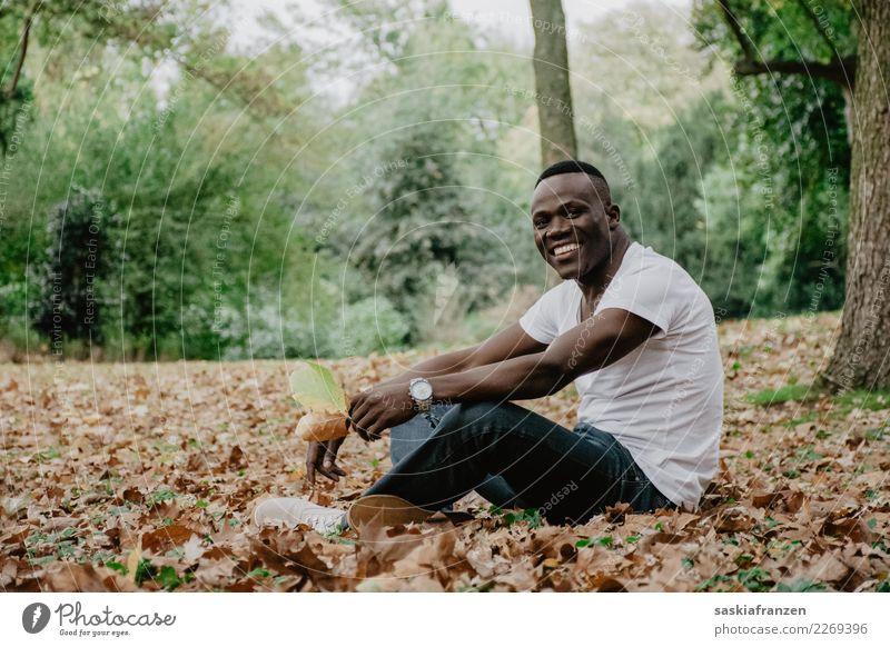 Kulturschock II Mensch Natur Jugendliche Mann Pflanze Junger Mann Landschaft Blatt Erwachsene Lifestyle Umwelt Herbst Sport lachen Mode Freizeit & Hobby