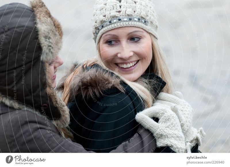 friends V Mensch feminin Junge Frau Jugendliche Freundschaft Leben Gesicht 2 berühren festhalten Kommunizieren Lächeln lachen Blick Umarmen blond Fröhlichkeit
