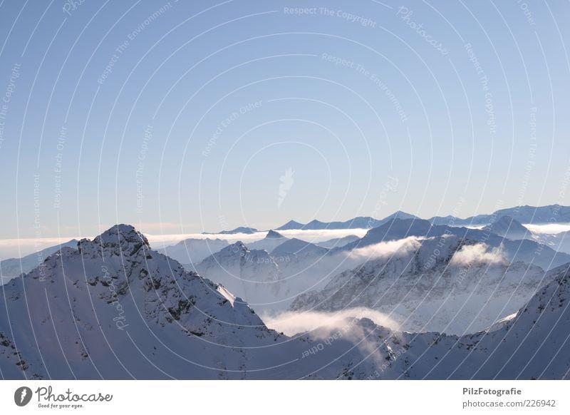 Auf der Sonnenseite Himmel Natur Wolken Winter Schnee Umwelt Berge u. Gebirge Landschaft Felsen Nebel Reisefotografie Alpen Unendlichkeit Gipfel Schneebedeckte Gipfel