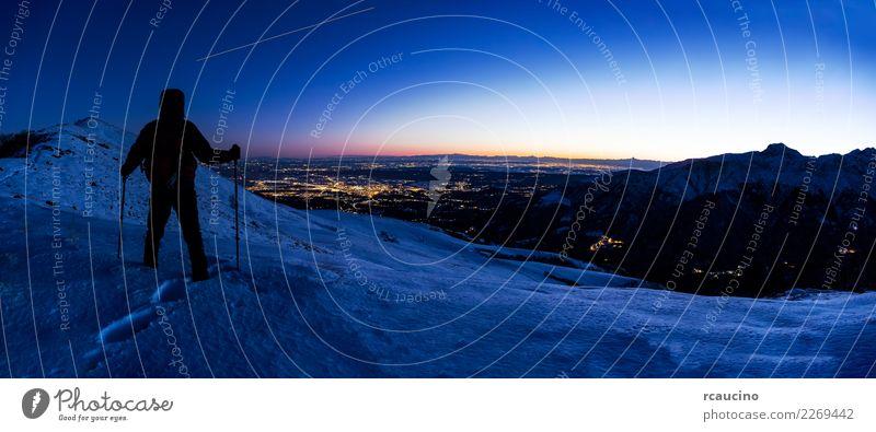 Mensch Himmel Natur Ferien & Urlaub & Reisen Mann blau Landschaft Winter Berge u. Gebirge Erwachsene Schnee Sport wandern Technik & Technologie Europa stehen