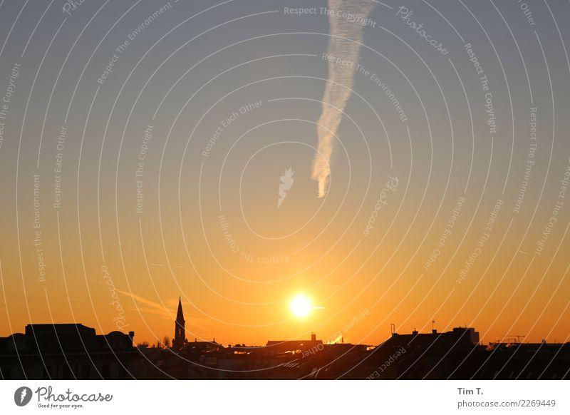 Prenzlauer Berg Stadt Hauptstadt Stadtzentrum Altstadt Skyline Menschenleer Kirche Stimmung zionskirche Himmel Wolken Kondensstreifen Farbfoto Außenaufnahme