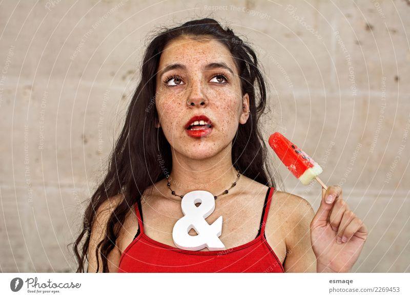 Portrait Junge Frau mit Sommersprossen Mensch Jugendliche schön rot Erotik Freude Essen Lifestyle Liebe natürlich feminin Denken retro modern authentisch