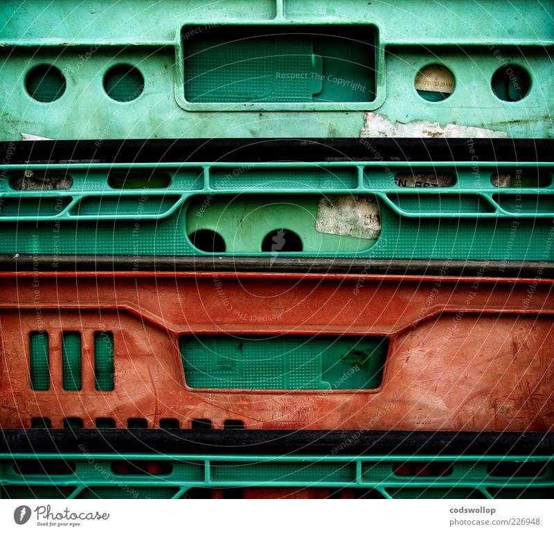 breadbox monkey Kunststoff alt grün rot Geometrie gebraucht Farbfoto abstrakt Strukturen & Formen Kontrast Kunststoffverpackung Plastikkiste Plastikwelt Stapel