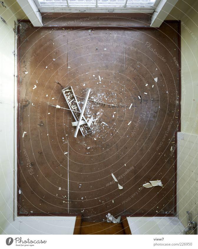 destruction alt dunkel Wand Fenster Mauer Stein braun Beton Ordnung kaputt authentisch Bodenbelag Streifen Sehnsucht rein Verfall