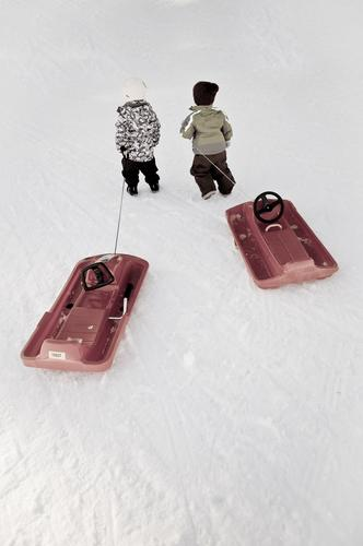 2 freunde und ihr hobby Mensch Kind Natur Freude Winter kalt Leben Schnee Junge Spielen gehen Freundschaft Freizeit & Hobby Eis Kindheit Ausflug