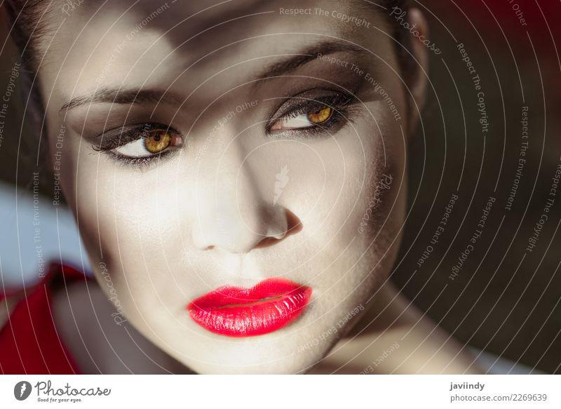 Junge schöne japanische Frau mit rotem Lippenstift Mensch Jugendliche Junge Frau 18-30 Jahre Gesicht Erwachsene feminin Garten Haare & Frisuren Mode Haut