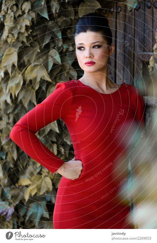 Junge schöne japanische Frau mit rotem Kleid Haare & Frisuren Haut Gesicht Schminke Garten Mensch feminin Junge Frau Jugendliche Erwachsene Lippen 1 18-30 Jahre