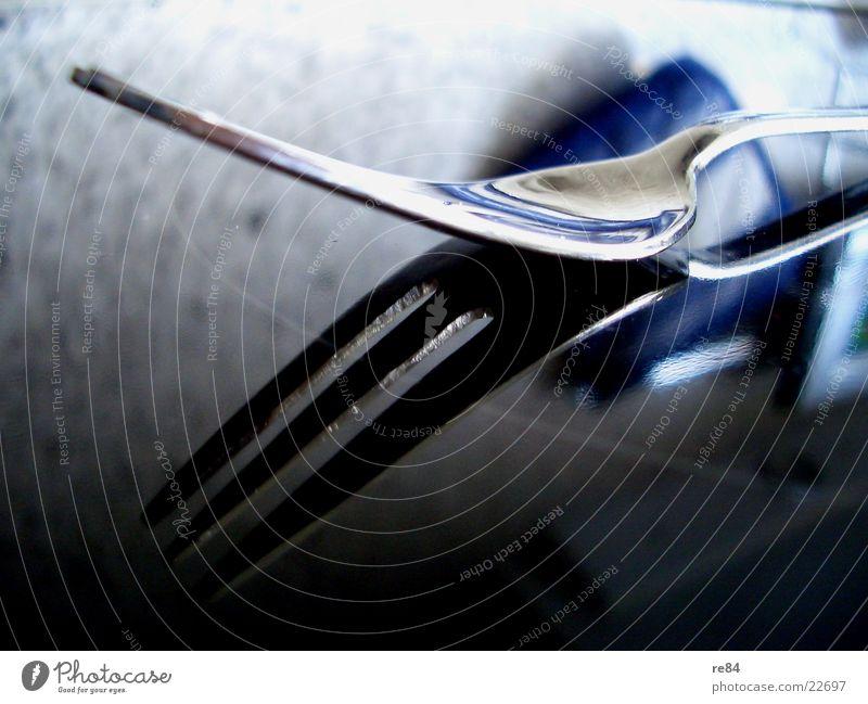 Tischlein, besteck dich Gabel Besteck Aluminium Mahlzeit Reflexion & Spiegelung glänzend Licht Küche fade Seite silber Ernährung Zeran Kontrast Detailaufnahme