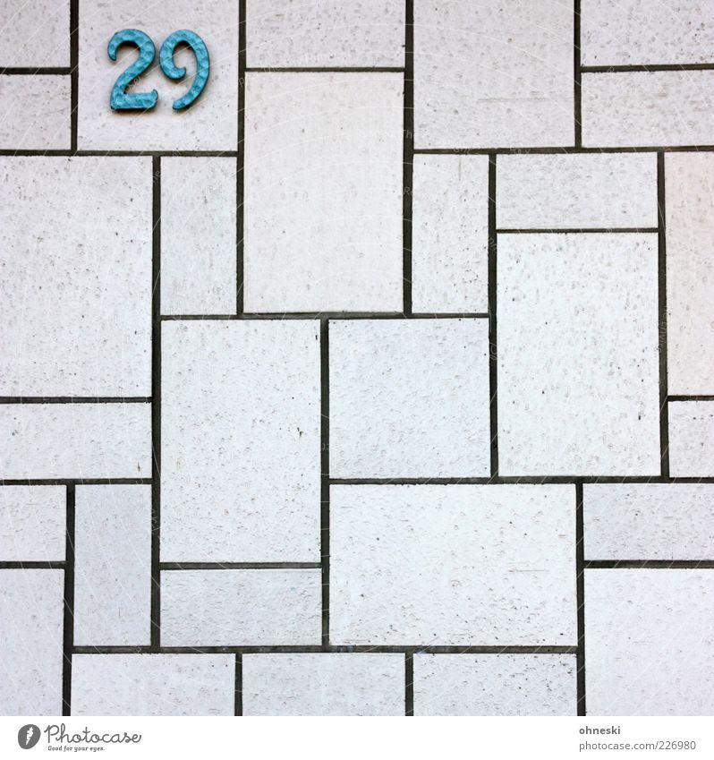 Ungerade Haus Architektur Mauer Wand Fassade Zeichen Ziffern & Zahlen Hausnummer Fliesen u. Kacheln türkis Farbfoto Muster Textfreiraum unten Textfreiraum Mitte
