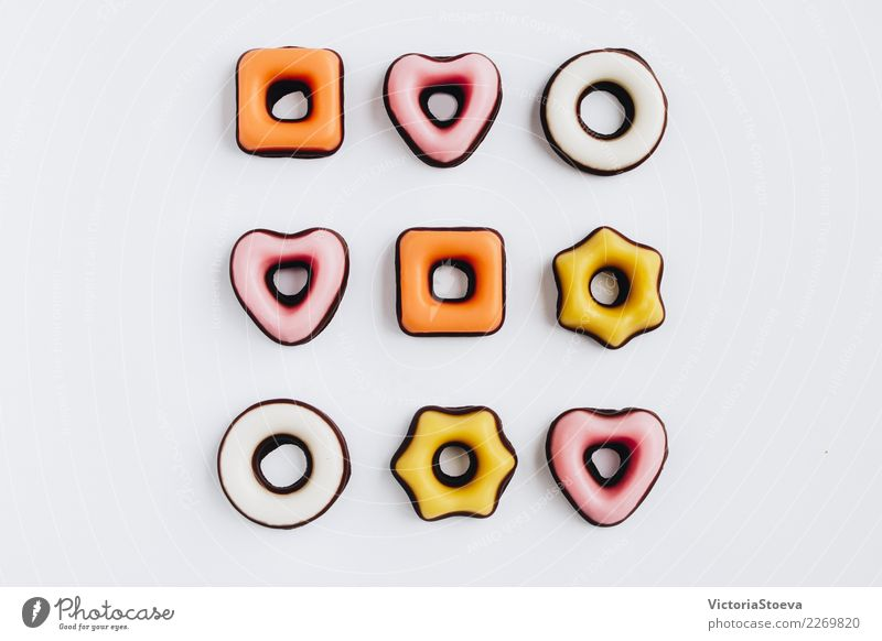 Draufsicht von Cookies Mann weiß Freude Winter Essen Erwachsene gelb Lifestyle Schnee Holz Stil klein Lebensmittel Feste & Feiern rosa Stimmung