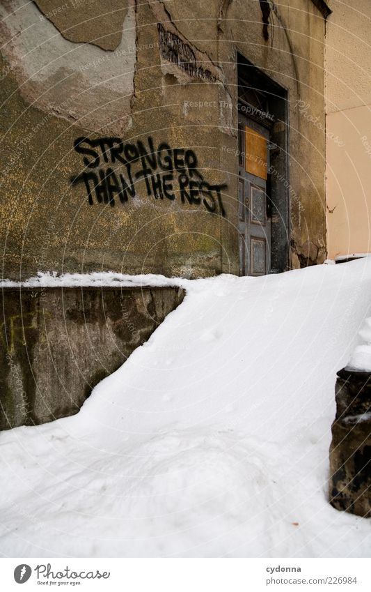 Stronger Than The Rest Lifestyle Design Renovieren Winter Eis Frost Schnee Haus Ruine Mauer Wand Tür Schriftzeichen Graffiti ästhetisch Einsamkeit Hoffnung Idee