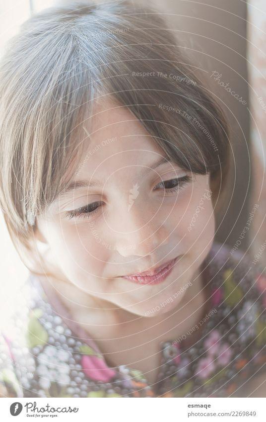 Mädchen lächeln Lifestyle Freude schön Mensch feminin Kind 3-8 Jahre Kindheit Helm Fröhlichkeit Zufriedenheit Lebensfreude Akzeptanz Geborgenheit Einsamkeit