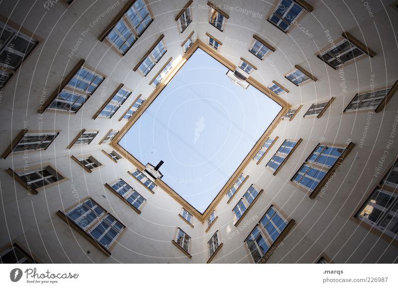 As Heaven is Wide Fenster Architektur Gebäude Fassade hoch groß Perspektive Symmetrie Wien Rechteck Innenhof Wolkenloser Himmel himmelwärts