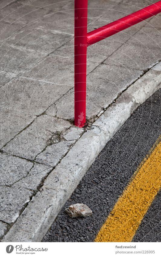 Randerscheinung rot gelb Straße dunkel grau Wege & Pfade Stein Linie Design modern ästhetisch Perspektive Bodenbelag Asphalt Bürgersteig Geländer