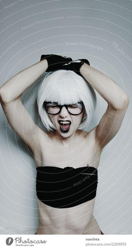 Junge Frau mit weißem Haar schreit Lifestyle Stil schön Körper Haare & Frisuren Haut sportlich Mensch feminin Jugendliche 1 18-30 Jahre Erwachsene Unterwäsche