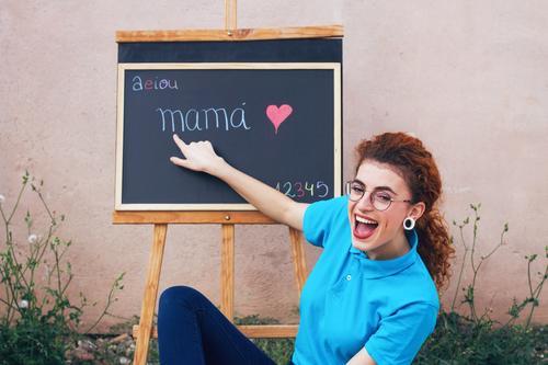 Junger Lehrer in einer Schulstunde Mensch Jugendliche Junge Frau schön Freude 18-30 Jahre Erwachsene Lifestyle feminin lachen Schule Haare & Frisuren