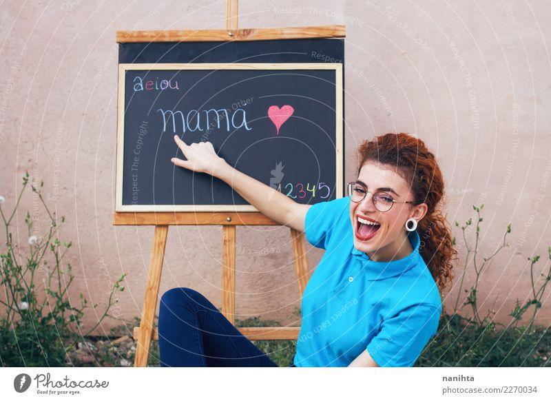 Mensch Jugendliche Junge Frau schön Freude 18-30 Jahre Erwachsene Lifestyle feminin lachen Schule Haare & Frisuren Arbeit & Erwerbstätigkeit Schriftzeichen