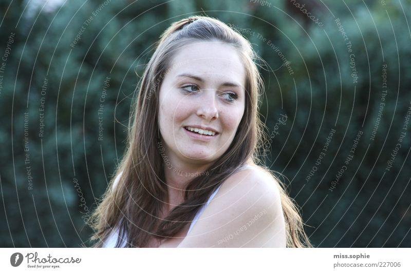 hello beautiful Frau Jugendliche grün schön Sommer Blatt Gesicht Leben feminin Kopf Garten Haare & Frisuren Glück Erwachsene lachen