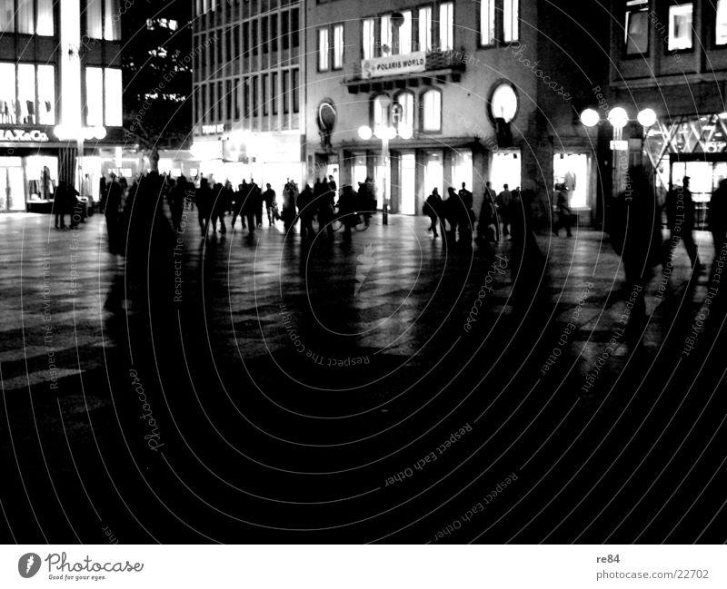 domplatte by night part 2 Nacht Mensch Aktion Licht schwarz weiß mehrere Beleuchtung erleuchten Menschengruppe Menschenmenge Kontrast offen viele Schatten Stadt