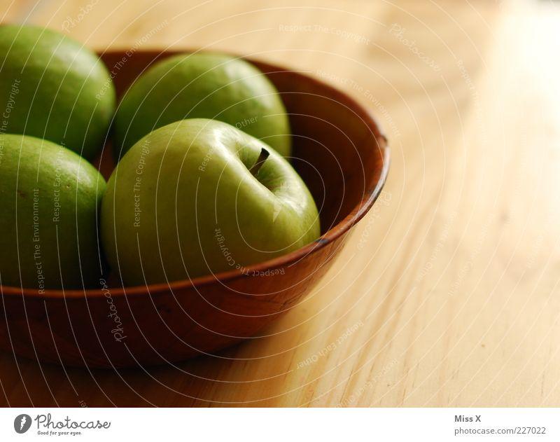 Äpfelchen grün Ernährung Holz Lebensmittel Frucht frisch süß Apfel lecker Diät Bioprodukte Schalen & Schüsseln saftig sauer Vegetarische Ernährung Licht