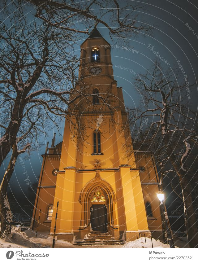 gotteshaus Winter Religion & Glaube Fassade Kirche hoch historisch Turm Hoffnung Dorf Christliches Kreuz Gott Dom Christentum Gottesdienst Katholizismus