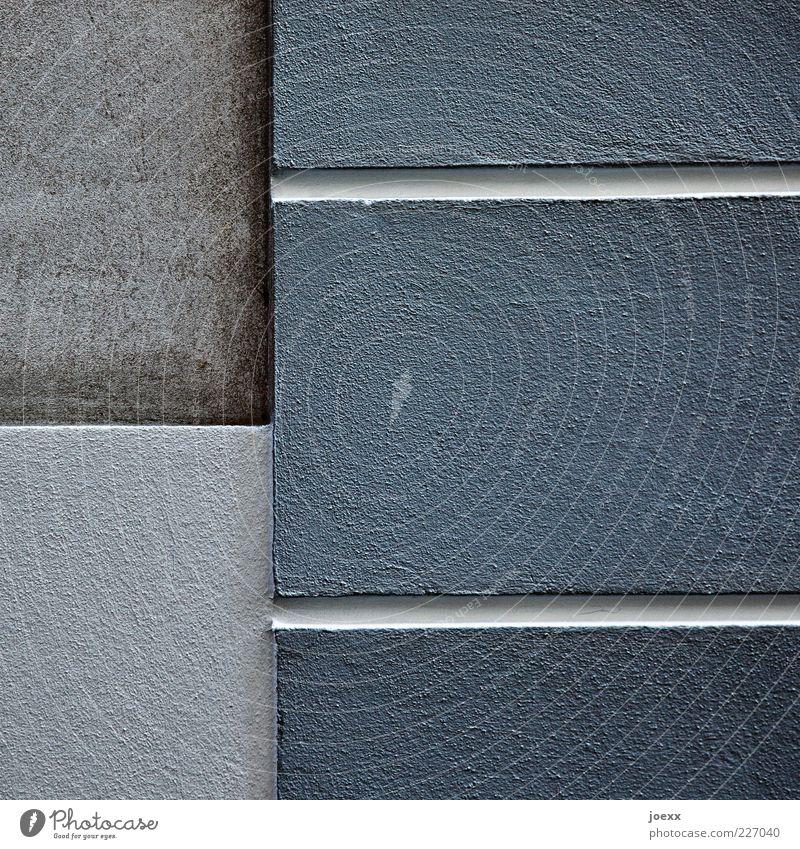 - | = Mauer Wand Fassade eckig blau grau Putz Linie Farbfoto Gedeckte Farben Außenaufnahme Detailaufnahme Tag Fuge Menschenleer Textfreiraum