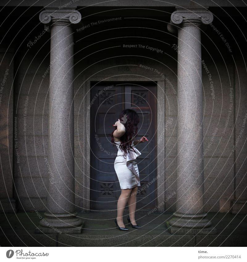 Nina Frau Mensch schön dunkel Erwachsene Architektur Leben Bewegung feminin Gebäude Stimmung elegant stehen warten Romantik festhalten