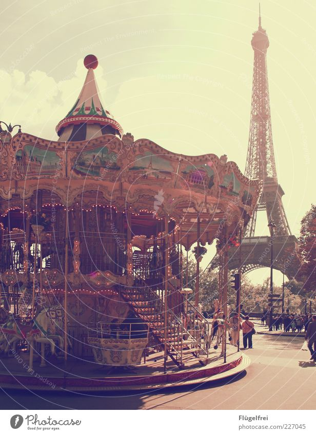 Oh là là! Mensch Kind Ferien & Urlaub & Reisen Freude Spielen Lampe Stimmung Schönes Wetter leuchten Romantik Kultur historisch Paris drehen Frankreich