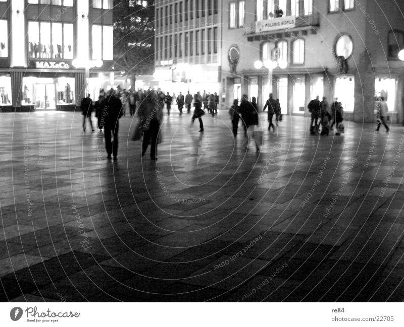 domplatte by night! Mensch weiß schwarz Leben Menschengruppe hell Beleuchtung offen kaufen mehrere Aktion viele Stadtleben Menschenmenge Köln erleuchten