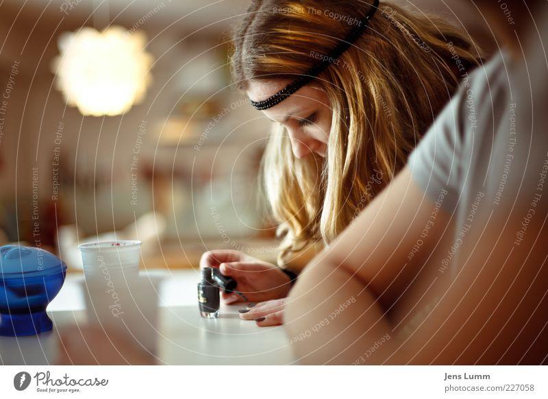 Sister Golden Hair Mensch Jugendliche schön gelb Erholung feminin Haare & Frisuren Erwachsene blond Armut Küche Konzentration Kosmetik 18-30 Jahre Theke Zucker