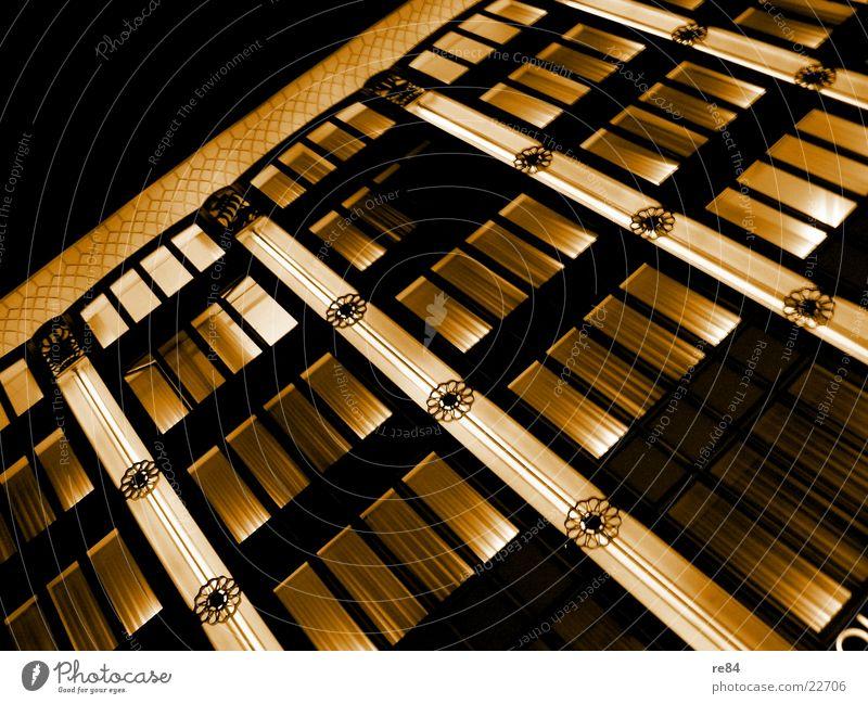 fensterpartie Haus dunkel Spielen Fenster Gebäude hell Stimmung Beleuchtung Architektur Glas verrückt Köln erleuchten Dom Plattenbau knallig